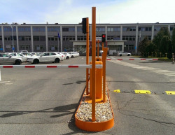 The completion of the entry to the company premises with a number plate recognition system - Magna exteriors